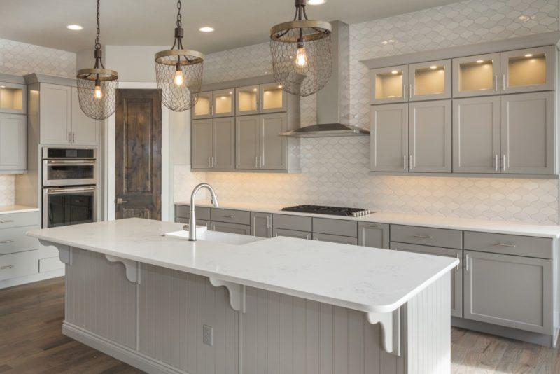 Tiled Backsplash Wall in Modern Kitchen